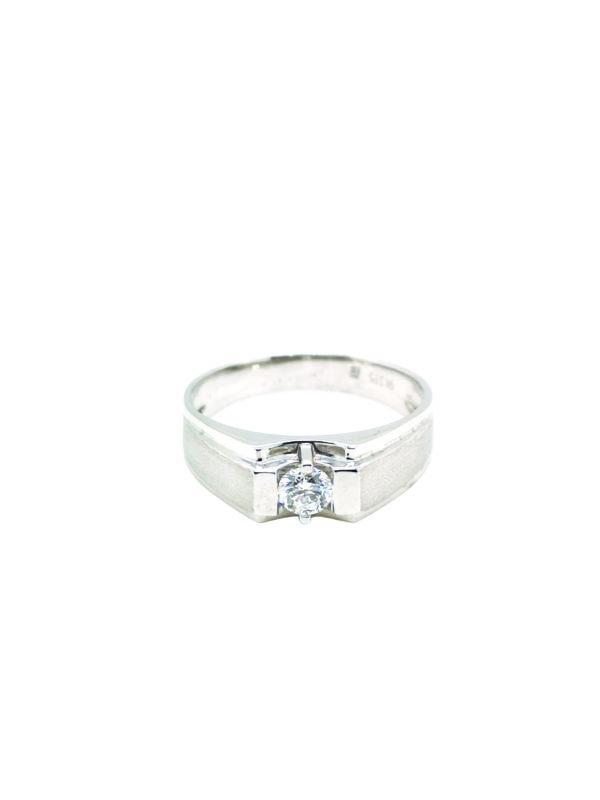 9K White Gold Diamond Ring